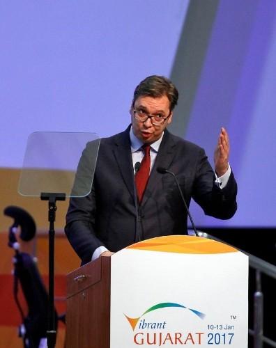 الحزب الحاكم في صربيا يرشح رئيس الوزراء فوسيتش لانتخابات الرئاسة