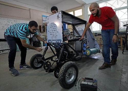 Egyptian students design car that runs on air