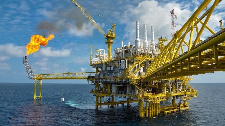 Oil prices hit as Greek crisis pummels markets