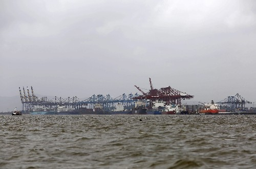 India watchdog orders DP, Maersk units to withdraw some notices to clients at Mumbai port