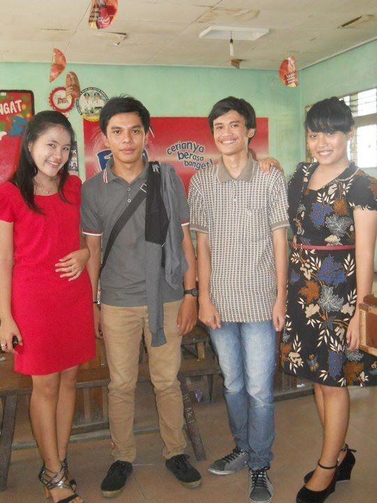 Canteen Slash!!! Yeah! We rock the canteen after Farewell party ends. Ok, I'm with Erika, Yahya, Jesi and Randa.