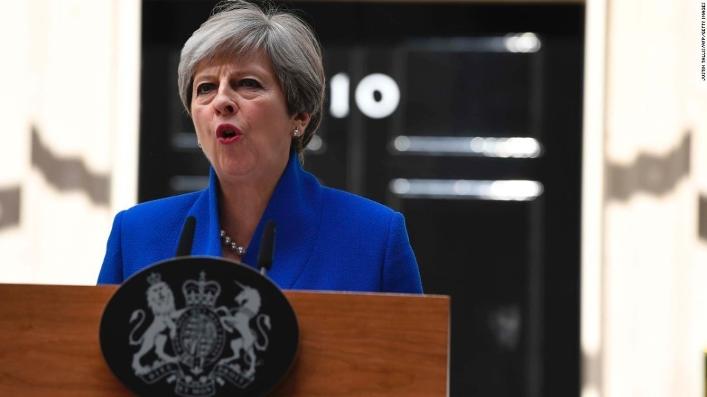 Theresa May's top advisers quit after UK election shock