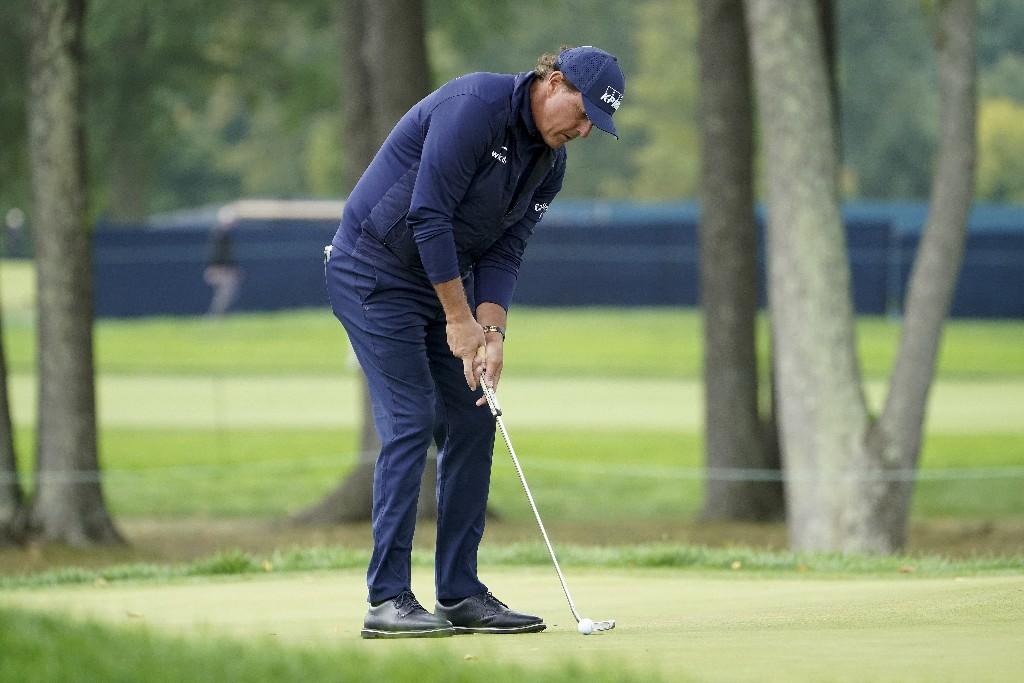 Mickelson and late-night range session key for DeChambeau