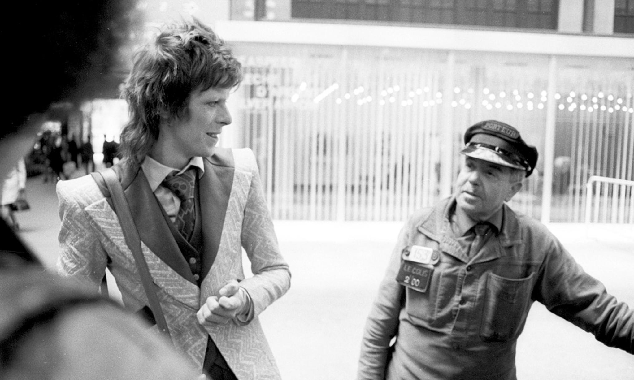Joe Stevens' best photograph: David Bowie chats to a Paris station porter