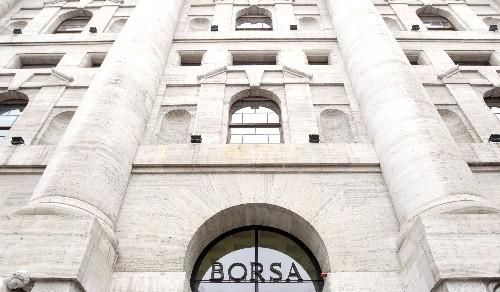 Borsa Milano in forte calo su Usa-Cina, giù Stm, auto, bene Safilo, Banca Ifis