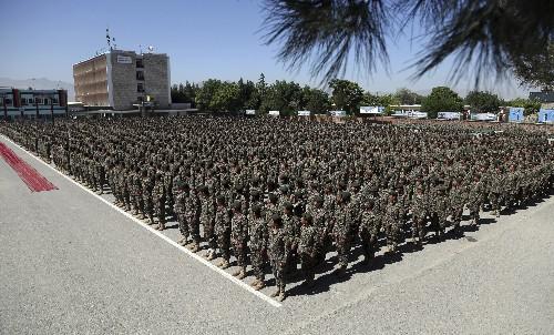 Talibanes matan 10 soldados y 4 policías en Afganistán