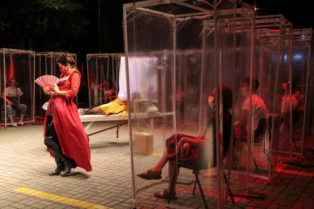 Teatro brasileño ofrece inusual experiencia al público en la era del coronavirus
