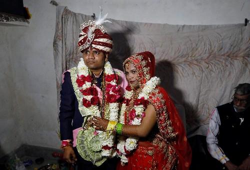 Amid Delhi's blood-letting, a Hindu bride weds in a Muslim neighbourhood