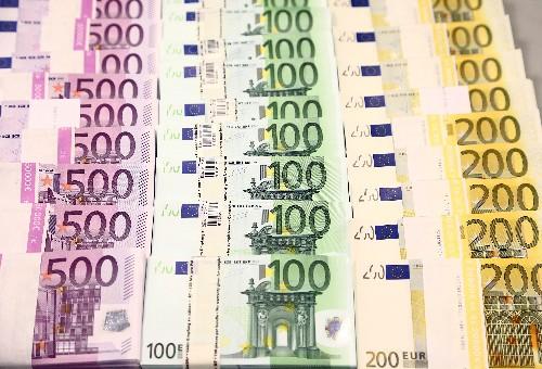 El FMI ve al euro infravalorado y cree necesario soporte del BCE