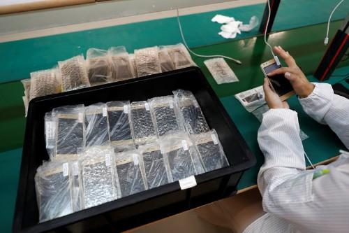 Portuguese tech firm uncorks a smartphone made using cork