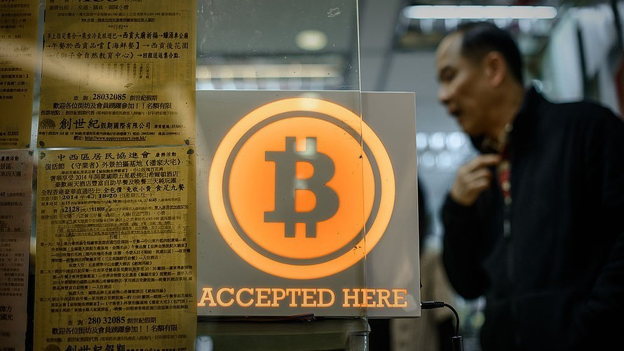 Bitcoin extends record climb, as digital currencies on the rise