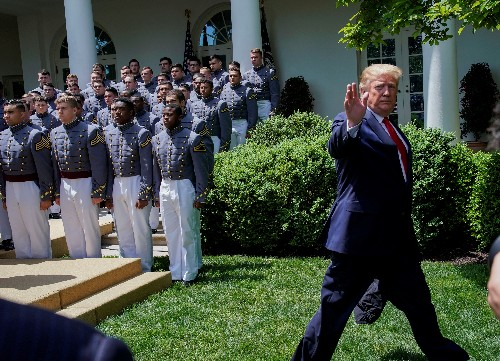 Trump signs order to allow military academy graduates to play pro sports