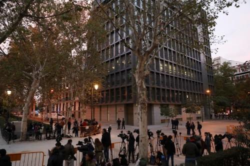 España confirma prisión para exjuez peruano acusado de corrupción, mientras ven extradición