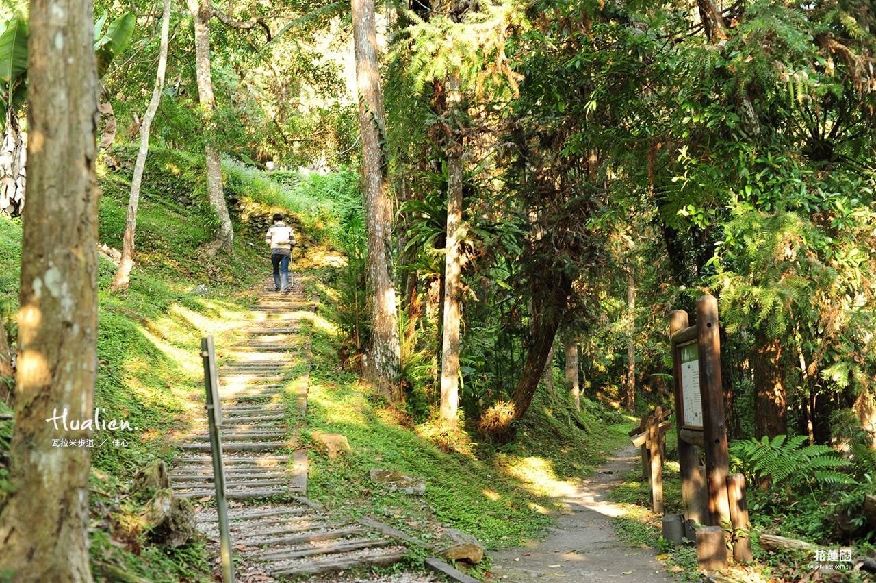 這是個到花蓮走走步道的季節~ 而「瓦拉米步道」再合適不過了! (也是玉里居民週末假日出門踏青的好去處。) 瓦拉米步道是八通關古道東段的一部分, 步道沿著溪谷而上,坡度緩、視野佳, 可分為前段「步道口─山風瀑布」、中段「山風瀑布─佳心」及後段「佳心─瓦拉米山屋」, 遊客和親子家庭可步行至前段或中段,為一般健行步道, 後段需辦理入山(園)證, 較適合有中級山或負重露營經驗的山友,屬於中級登山步道。 相關: