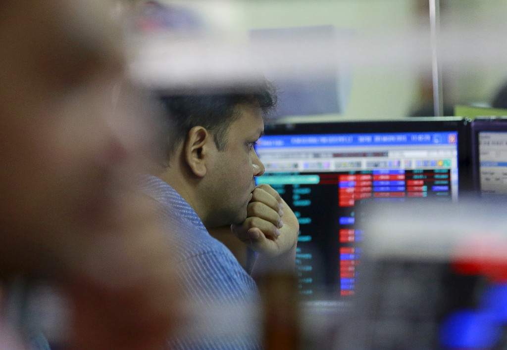 Sensex, Nifty rise ahead of Reliance, Indian Oil earnings; IT shares gain