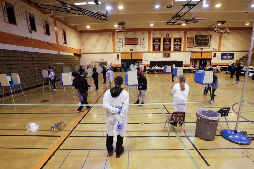 Voting in Wisconsin During Pandemic: Pictures