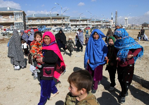 Thousands flee as Taliban attack Afghanistan's 'safe' districts