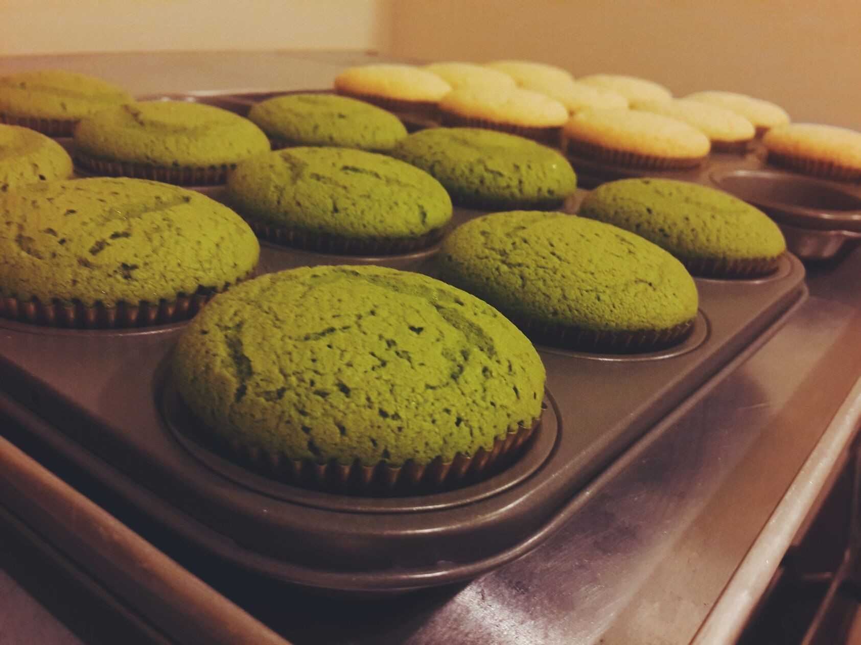 The greentea and vanilla cupcakes is fresh from the oven!