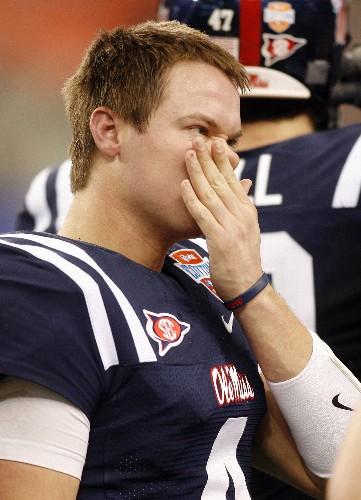 Ex-Texas, Ole Miss quarterback Snead dies at 32: report