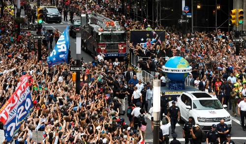 Women's World Cup Team on Victory Parade: Pictures