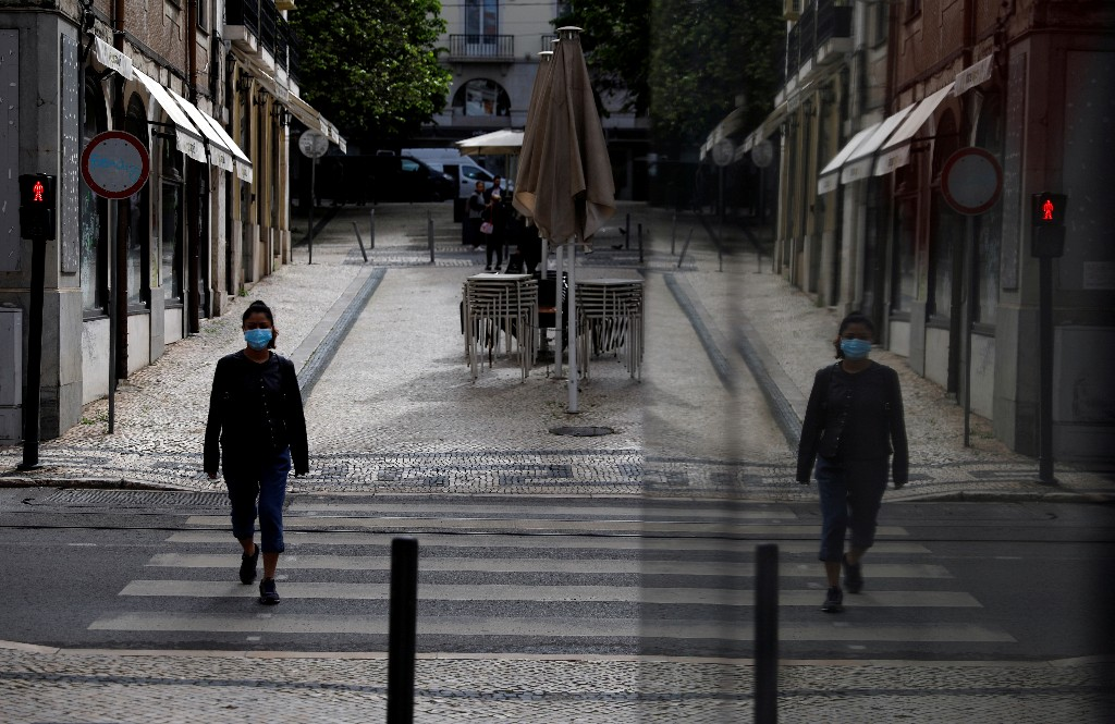 Portugal keeps Lisbon under stricter COVID curbs until end-August