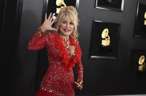 Brad Paisley out; Reba, Dolly, Carrie Underwood to host CMAs