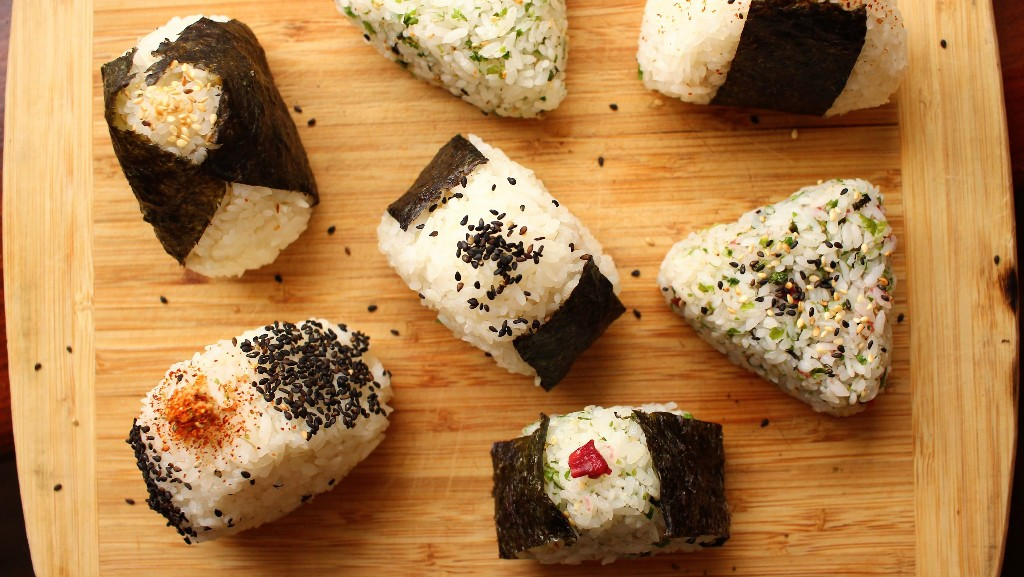 Easy Onigiri (Japanese Rice Balls) Can Be Filled With Anything!