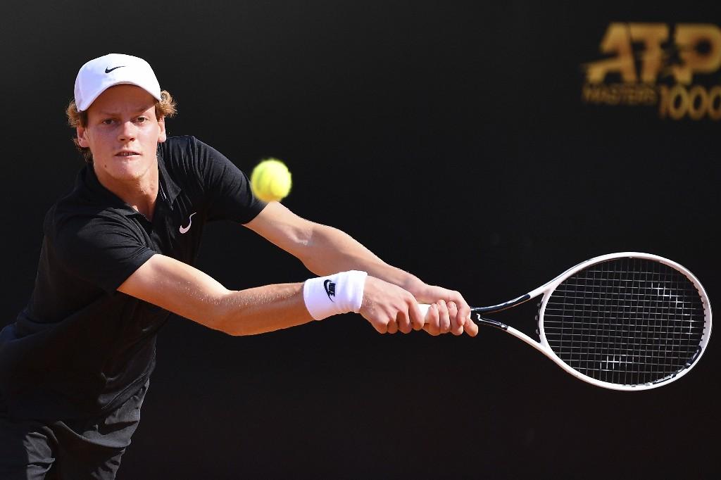 Djokovic behaves better in 1st match since US Open default