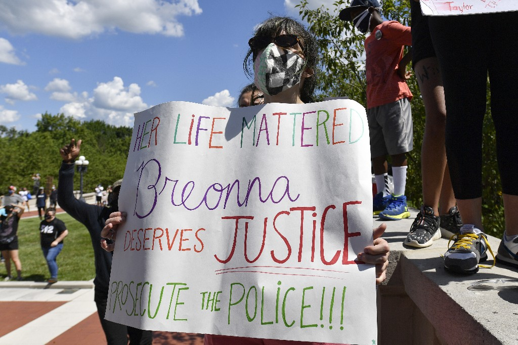 Experts: Obstacles to charging police in Breonna Taylor case