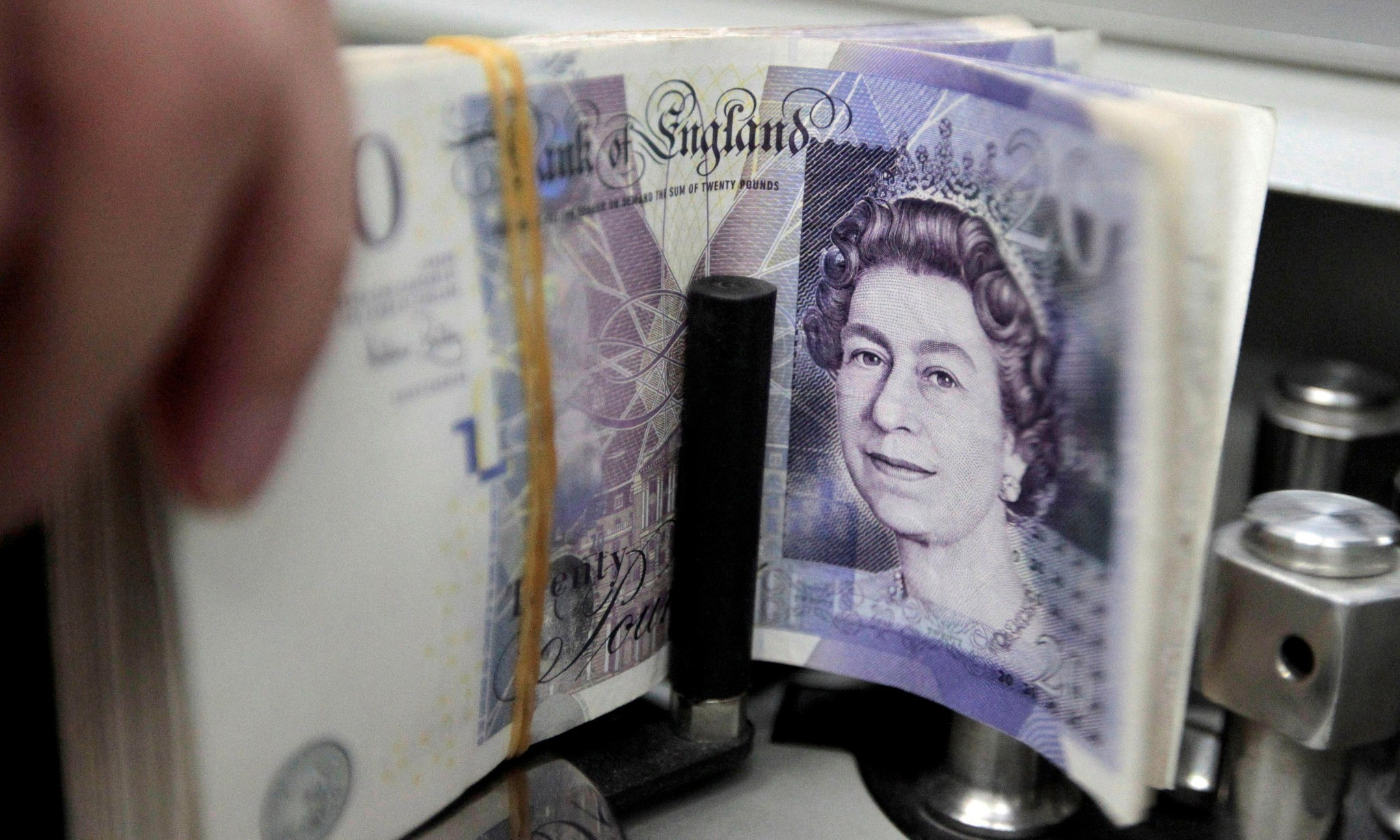 Confusion as pound falls 10% in 'insane' Asian trading and no one knows why