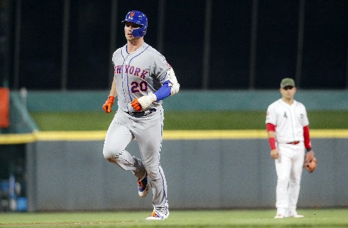 Alonso hits 50th homer; deGrom, Mets beat Reds 8-1