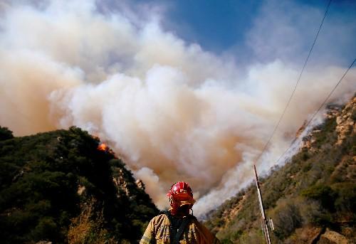 مسؤول: حرائق الغابات تقتل ما لا يقل عن 42 في شمال كاليفورنيا