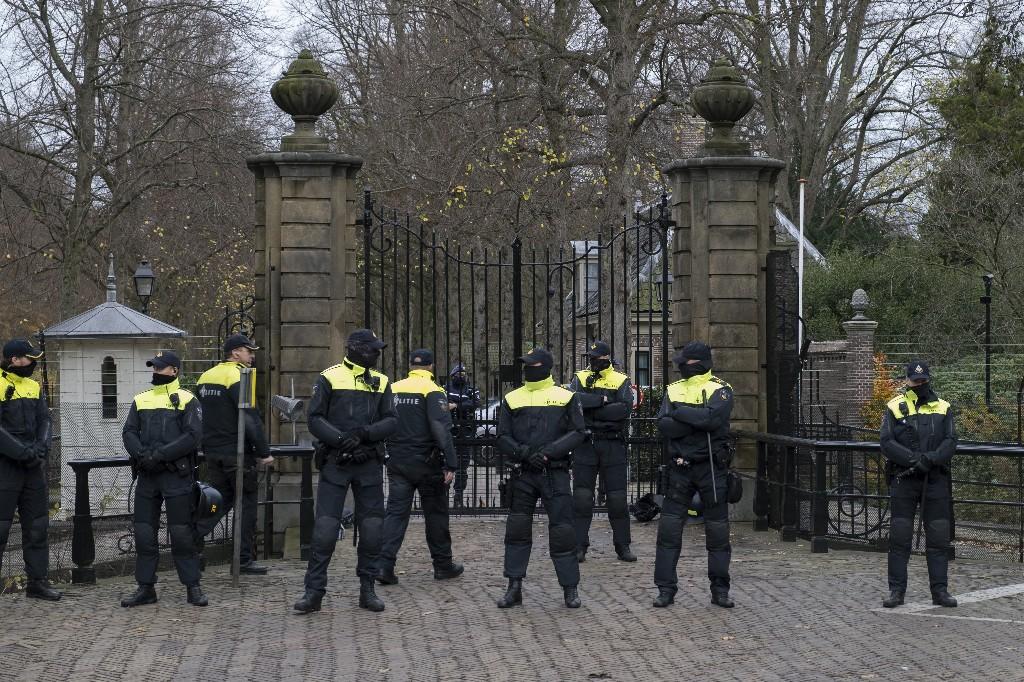 Dutch farmers protest reining in nitrogen oxide emissions
