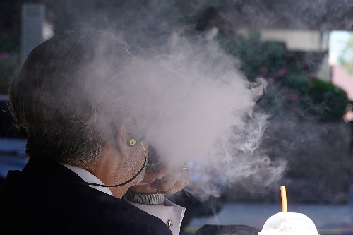 U.S. vaping-related deaths rise to 33, cases of illness to 1,479