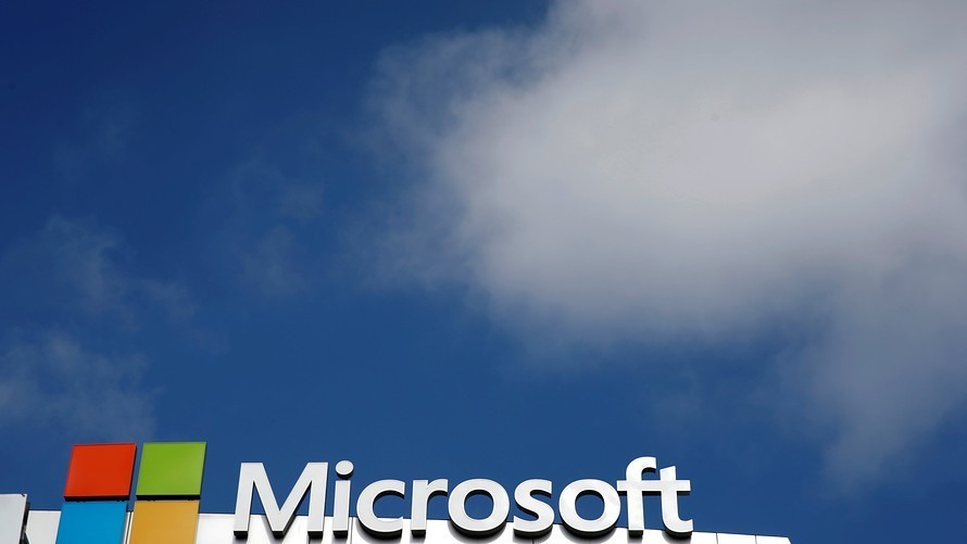 Analysts see a silver lining in Microsoft's shift to the cloud