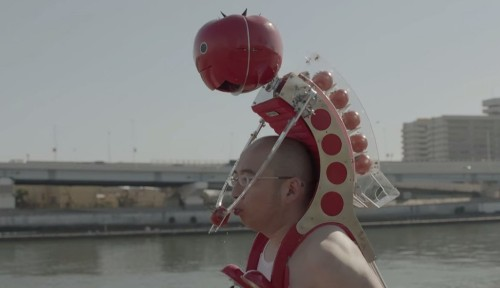 This Adorable Robot Sits On Your Shoulders And Feeds You Tomatoes While You Run