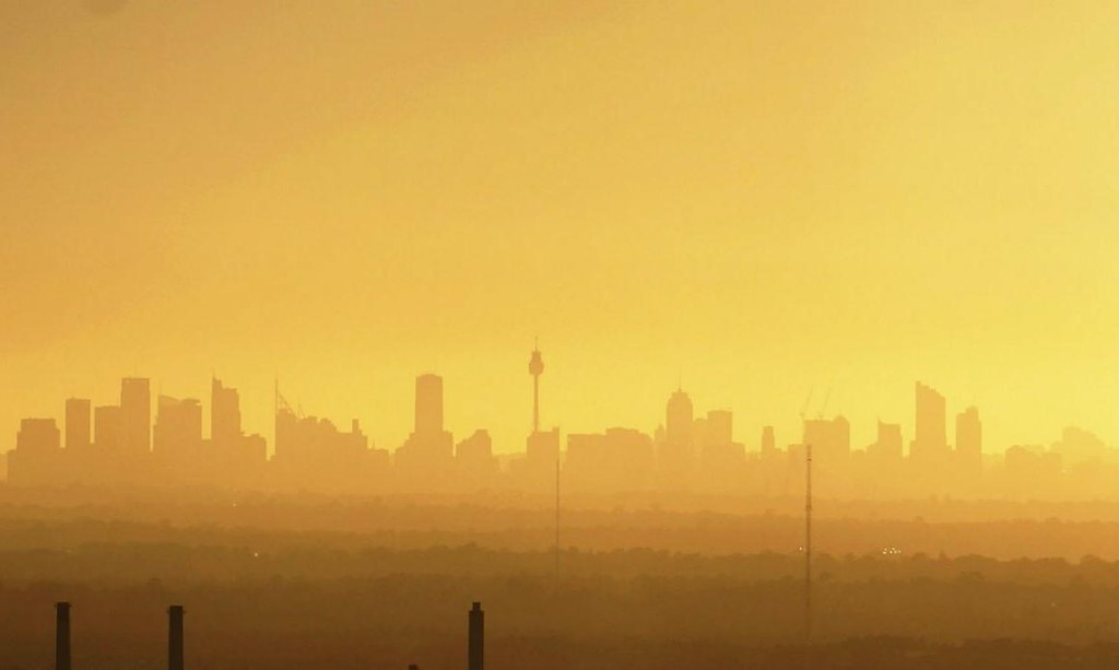 Sydney air pollution alert issued as temperature heads to 38C