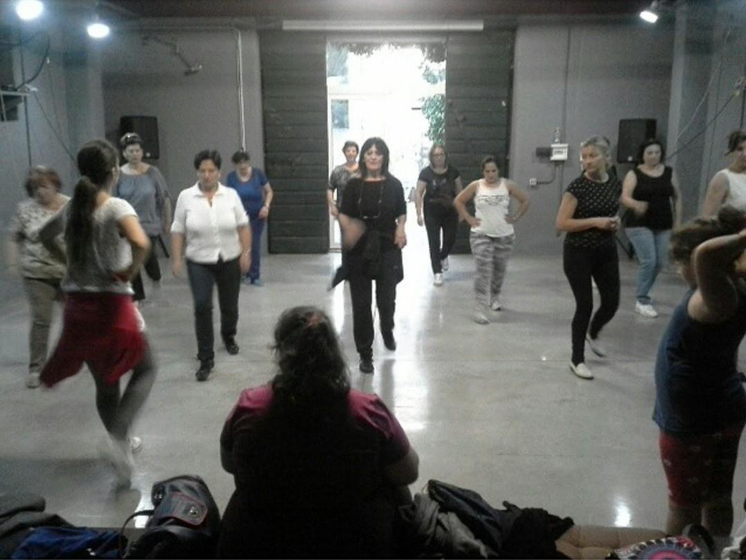 Buonasera carissime e bravissime allieve e allievi!!! Come tutti i Mercoledì, il Dance & Fitness di Elisabetta Barbaro offre a tutti i suoi allievi una giornata ricchissima di ballo!!! Eccovi gli orari di Mercoledì 12 Novembre: - ORE 17:00 BABY DANCE, - ORE 18:00 BALLI DI GRUPPO PER ADULTI, - ORE 20:30 BALLI DI GRUPPO PER ADULTI, Vi aspetto numerosi per una lezione di prova a questi orari presso la nostra sede in Via San Biagio, Velletri - Associazione Culturale Ossigeno. Balli di Gruppo - Dusty men - Dance & Fitness: