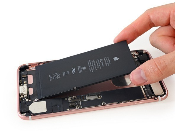 There's an Intel modem and an extremely skinny A10 chip inside the iPhone 7