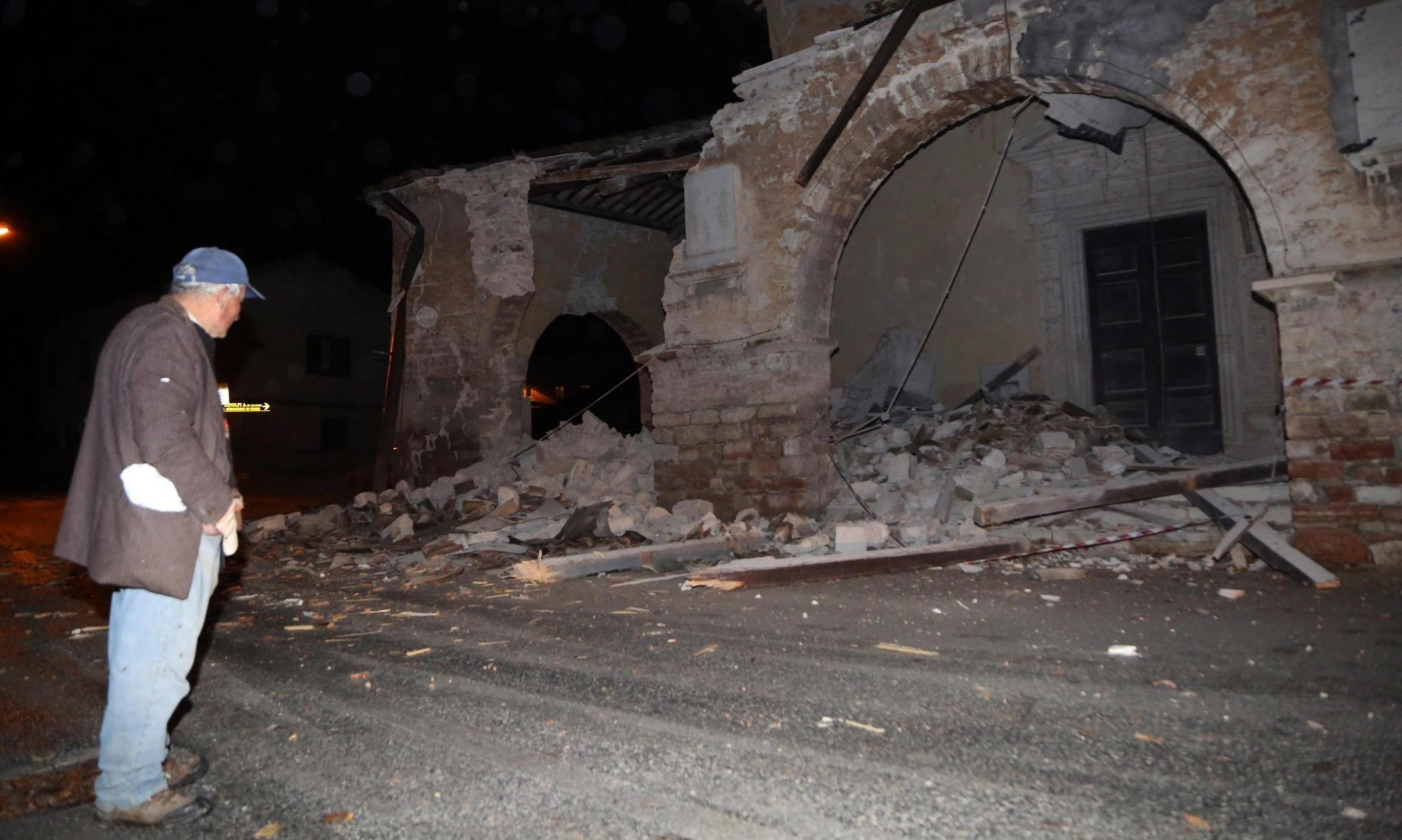 Central Italy hit by two strong earthquakes, two hours apart