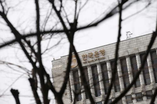 South Korea central bank holds fire but October rate cut seen likely