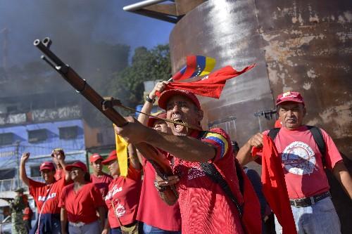 Denouncing US, Venezuelan troops, militias stage drills