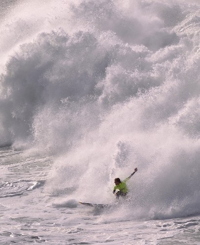 Big Wave Surfing in Spain: Pictures