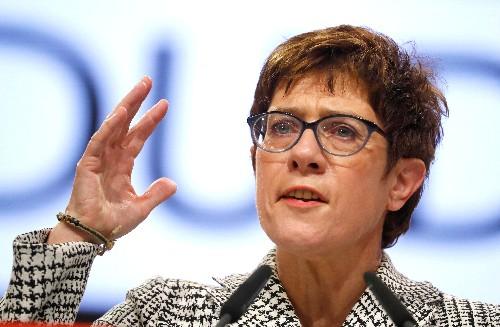 CDU-Chefin schlägt Einfrieren EVP-Mitgliedschaft von Orban-Partei vor