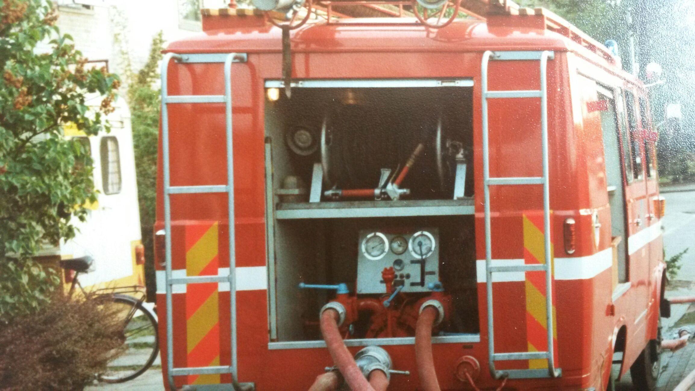 Oud brandweer pomp TB 581 van Moergestel In gebruik tijdens oefening