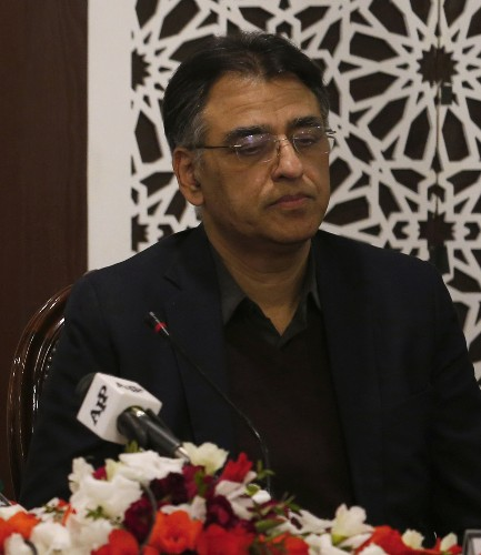 Reshuffle in Pakistani cabinet after finance minister quits