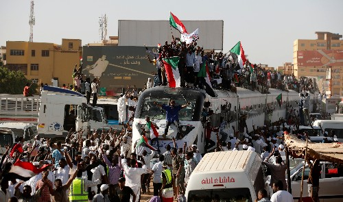 Sudan protesters take the train to support demonstrators