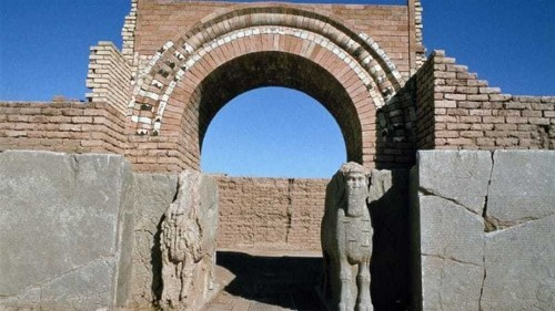 ISIL fighters bulldoze ancient Assyrian palace in Iraq
