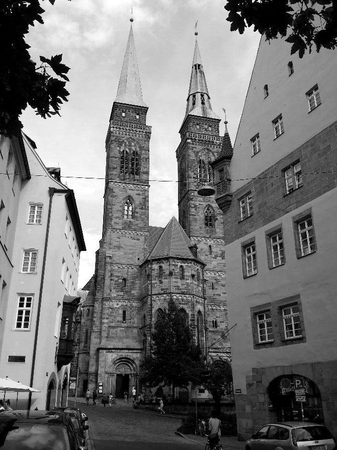 Case che si stringono alla cattedrale, Norimberga.
