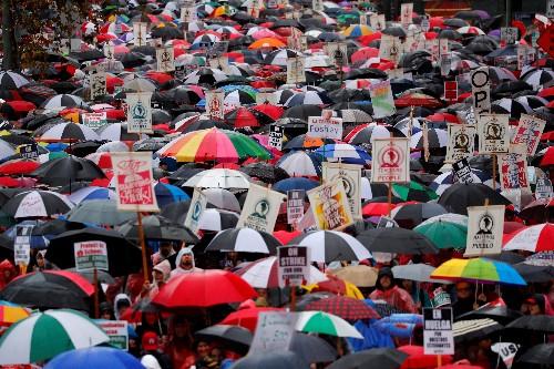 Los Angeles teachers strike for second day as mayor seeks to restart talks